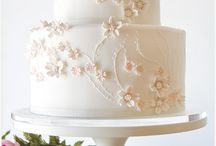 Wedding Cakes or traditional special occasion cake / Paula Jean