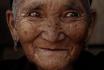 Bitte lächeln / Ein Lächeln sagt mehr als tausend Worte und ist auf einer Fotografie für die Ewigkeit konserviert. :D Aber auch ein Kompliment zaubert Menschen ein Lächeln aufs Gesicht :-)