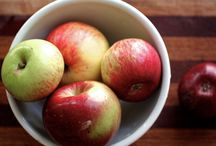 Apple Varieties from Sonoma County / Slow Food Russian River support the apple farmers in our area. Starting with the Gravenstein apples, the first variety of the Fall season, we enjoy many kinds of apples as the days get shorter.