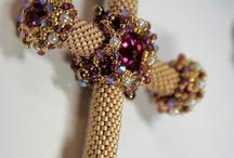 Beadweaving cross