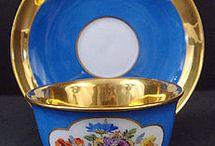 Belas xícaras em azul.