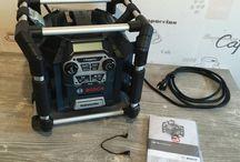 Baustellenradios / Baustellenradios gehören auf der Baustelle zum guten Ton. Mit Musik gehts nunmal besser.