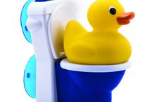 potty training / Potty training with a rubber duck! Kids squeeze the soft rubber duck to make it pee, to teach themselves how to go potty. The flushing toilet attaches to a bathtub or sink with suction cups.