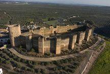 Castillos, Iglesias y Lugares