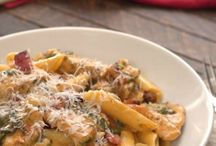 Pasta Recipes / Pasta lovers, this board is for you. With all this pasta recipes you could enjoy noodles every night of the week without getting board. We've got vegetarian pasta dishes, lasagnas, creamy chicken dishes and more! Enjoy!