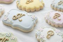 Monogrammed Wedding Desserts / Our favorite monogrammed wedding desserts, including cookies, cakes, and more
