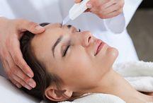 Le « peeling » pour rafraîchir votre visage / Le peeling du visage est un acte de médecine esthétique de rajeunissement du visage qui permet de redonner un coup d'éclat au visage, d'atténuer les rides et de corriger les imperfections de la peau
