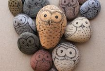 Pebbles & Stones DIY  / DIY Inspiration: The art of painting on pebbles, stones, and small rocks.