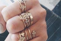 anillos , collares y pircins