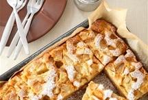 Шарлотка / Исторически - ее делали из белого хлеба, заварного крема, яблок и ликера. Теоретически - ее можно делать с любыми фруктами и ягодами. А практически - самая вкусная все-таки получается из простых кислых яблок и тщательно взбитых с сахаром яиц.