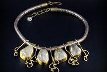 Biżuteria handmade / Tworzę biżuterię  ze srebra, innych metali (z wyjątkiem złota) i kamieni półszlachetnych oraz szkła i ceramiki.  Krótkie serie, unikatowe projekty.