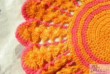 Czerwień, róż i pomarańcz - czyli szydełkowe serwetki w ciepłych kolorach
