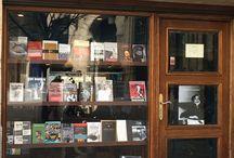Librerías del mundo / Las distintas librerías peculiares que se encuentran en las ciudades del mundo / by El Libro Durmiente Durmiente