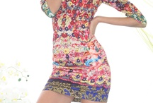 Kvinder med både for og bag ;-) / Det er virkelig irriterende at der kun kreeres ordentlig tøj til kvinder der kun er skind og ben. Vi andre der ser normale ud, skal altid rende rundt i sække !!! Kære designere hvor er jeres visioner og dygtighed ??? Det er meget svært at få øje på.