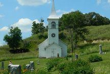 CHURCHS / by Dyana Beek