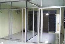 Partisi Kusen Pintu Aluminium / Saat ini kebutuhan partisi kusen pintu aluminium untuk kantor, rumah dan bangunan lainnya meningkat pesat.