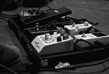 """Born By Chance /  """"Born by chancE"""" nascono nell'estate del 2006 a seguito dell'incontro tra Fabrizio Ratti (voce e chitarra), Fabio Sozzi (chitarra), Federico Colombo (basso) e Giacomo Di Carlo (batteria). Diverse influenze sono confluite nella loro musica creando atmosfere particolari e un ottima intesa musicale: i lori pezzi spaziano dal rock'n'roll al grunge psichedelico, da parti melodiche a sonorita'..."""