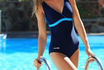 Stroje pływackie damskie - Aqua-Speed / W naszej ofercie prezentujemy Państwu kostiumy pływackie dla kobiet i dziewcząt. Przygotowaliśmy kostiumy kąpielowe idealne dla profesjonalnych pływaków jak i osób pływających rekreacyjnie, które niezawodnie sprawdzają się podczas intensywnego użytkowania zarówno w chlorowanej wodzie jak i w akwenach naturalnych. Nasze stroje produkowane są w Polsce i wykonane są z doskonałej jakości włoskich dzianin, posiadających oznaczenia Lycra Sport oraz Lycra XtraLife.
