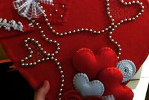 Felt Love / #felt #feltdesign #feltlove #heart #feltwraith #handmade #gifts #kalp #keceaski #kecehobi #felthobby  #keceisleri #kapisusu #kalpler #elyapimi