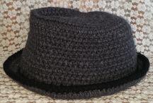 Creazioni in lana / Maglie, mantelle, cappelli, scalda collo e spolverini realizzati in pura lana. Capi caldi e morbidi ideali per l'inverno.