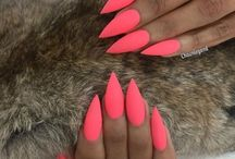 Homecoming Dance Nail Art Designs / The Homecoming Dance isn't all about the dress or shoes you wear. Your nails should be on point as well! Can't find the best design to complete your look? Check this list out!