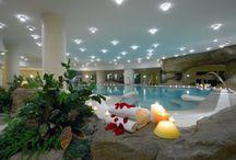 Spa / Así podéis conocer un poco mejor uno de nuestros espacios más relajantes y al que dedicamos un cuidado especial. Spa, masajes, tratamientos faciales y corporales, un mundo de experiencias al alcance de tu mano.
