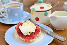 THE BEST CREAM TEAS IN LONDON / Nothing could be more British than an afternoon tea in London!  Cream tea is a lighter afternoon tea, which is really more like a snack, consisting of a pot of tea and scones serve with clotted cream and jam. So, where can we find the best cream teas in London?   Brown's Hotel OXO Tower Brassiere Athenaeum