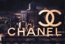 Chanel / Dünyaca sevilen ve köklü bir geçmişe sahip. Modanın belirleyici markalarından Chanel sizlerle... İlham alınacak bir geçmiş ve tasarımlar...