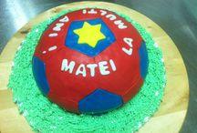 Minge fotbal / Tort cu ciocolata si blat de nuci.