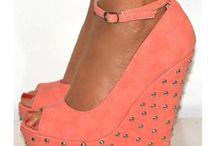 Shoes & purses / by Adriana Escobedo