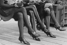El origen de las faldas / Algunas os preguntaréis el porqué de elegir faldas ¿no?, pues la principal razón es porque para la mujer una falda ha sido siempre una prenda diferencial que realza su poder femenino y su figura. Fue en el año 1915 cuando la mujer se decidió a mostrar los tobillos por 1º vez y desafiar a una moda que nos ataba entonces. Llegaron los años 20 de las flappers y la fIlosofía de Joie de Vivre. Fue entonces cuando dieron lugar las famosas faldas.  Una vez más, BIENVENIDAS A MY FALDAS!!!