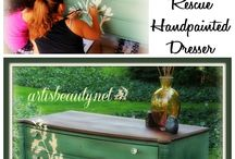 Furniture Makeover / Painting furniture, re-purposing furniture, chalk paint, reupholstering