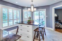 Bright kitchen / foxglovedesign.ca