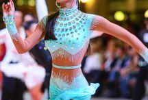 Tanečné šaty