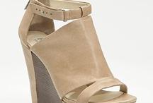 Zapatos / by Maria Fernandez