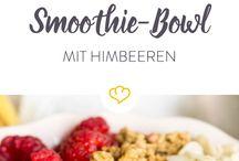 Smoothie Bowls: frische Früchte, Nice Cream, veganes Eis / Smoothie Bowls sind die perfekte, süße Verführung und gesund dazu! Am liebsten genieße ich Smoothies in einer Bowl mit Toppings wie frischem Obst, Nüssen und Superfoods. Außerdem sind die gesunden Nice Creams eine tolle Alternative für veganes Eis. Viele Rezepte und Inspirationen findet ihr hier auf dem Board.