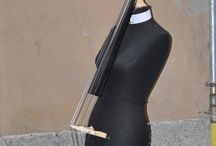 St-Rumenta , strumenti musicali ,contrabbasso ,chitarra ,violino .stringcon materiali di riciclo / Strumenti musicali ,contrabbasso ,violino ,chitarra ,fabbricati con con materiali di riciclo