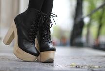 foot fetish / by Robyn Claeys