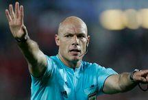 Video Referee / De video referee wordt al in veel sporten gebruikt. Maar nog niet in het voetbal. Maar waarom niet? Lees er meer over op mijn blog. www.wout247.nl