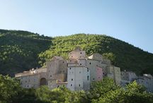 Borgo Castello di Postignano / Ein spektakulärer Borgo, malerisch gelegen in den Hügeln von Umbrien, unweit von Spoleto. Domizil bei den GenussTouren mit TourenGenuss in 2014/2015/2016 von umbria-mia.com!