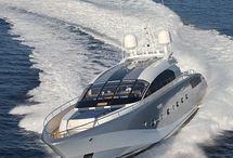 Ultra modern vízi luxus. / Gyors kényelmes közlekedési eszköz.