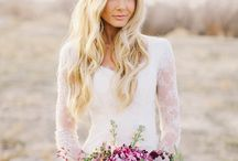 boho wedding flowers / Bohemian wedding flowers ideas and inspiration - flower crowns, flower headdress, natural bouquets