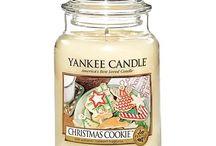 Idees Cadeaux pour les fans de bougies / Voici ma sélection de bougies parfumées spécialement pour vous !  Elles transforment notre habitat, en un espace très cocooning ! Ils s'agit de toutes celles que j'adore ! J'aime principalement les odeurs douces comme le talc pour bébé, les parfums qui rappellent l'enfance, mais aussi les odeurs gourmandes, ainsi que certains parfums fleuris comme la pivoine ou le magnolia ! Voilà, j'espère que ma liste vous plaira ! N'hésitez pas à cocher j'ai adoré si vous l'approuvez !