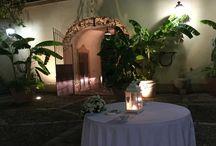 """Villa Martorana Genuardi Palermo / palermitano, costituito da una costruzione cinquecentesca di tipo agricolo con caratteristiche difensive.  Nel corso del XVIII secolo subì alcune modifiche e fu adibito a residenza estiva dei nobili proprietari.  Da ammirare all'interno gli ampi saloni, le scuderie e la galleria in cui sono esposte interessanti collezioni di ceramiche, porcellane, carrozze... e all'esterno """"gazebo"""", ampie terrazze e giardino."""
