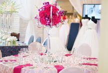 Prezentari IssaEvents / Prezentari IssaEvents Cuburi oglinda vaze cromate servete nunta gri fata de masa cu banuti sfenic cristal lumanari sfenic
