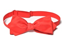 Self-tied bow ties / The bowstyle bow ties are handmade out of original Italian materials, what gives every bow uniqueness and its own character. Our bow ties come in various sizes which give everyone a chance to wear them – men and women, adults and children.