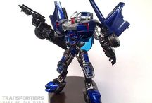 Transformers / A custom collection of Autobots, decepticons of any other kind of Transformers