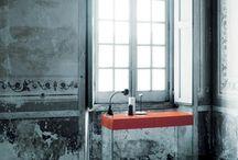 """Glas Italia / Glas Italia a été créé en 1970 à Macherio en Brianza, le secteur industriel de Regione Lombardia rendu célèbre par l'astuce de quelques entrepreneurs éclairés de mobilier design, grace à qui le phénomène """"de la conception italienne"""", bien connu et apprécié partout dans le monde entier, a pu se développer. Glas Italia créé des tables, des canapés, du mobilier design et des objets tendance..."""