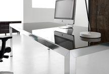 Mesas de Escritório e Móveis design italianos / Mesas executivas e cadeiras escritório, mesas de reunião e balcão de recepção, paredes divisórias e portas interiores.