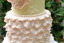 The Business of Inspiration / Cake cupcake ideas / by Carrie Iafrate - Lamothe